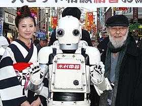 ヒット祈願イベントに出席した五十嵐信次郎と吉高由里子「ロボジー」