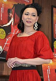 真っ赤なドレスで登場したミッツ・マングローブ「フラメンコ」