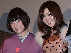 森下くるみ(左)の自伝作を演じきった成田梨紗