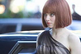 篠田が吹き替えをする大富豪の娘シルビア(アマンダ・セイフライド)「TIME タイム」