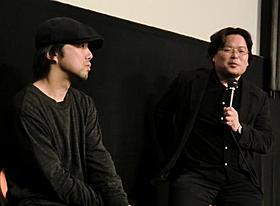 トークショーを行った五十嵐太郎氏(右)と保坂健二朗氏「ニーチェの馬」