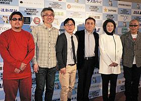 「大阪外道」の石原貴洋監督(左)と審査員ら「くそガキの告白」