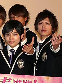 初日舞台挨拶に登壇した川口春奈、山本裕典ら「桜蘭高校ホスト部」