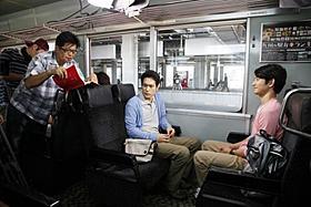 和やかな現場を思わせるメイキング風景「僕達急行 A列車で行こう」