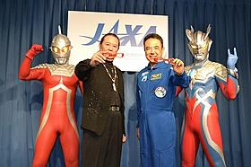 昨年地球に帰還した古川聡氏(右)「ウルトラマンサーガ」