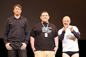 舞台挨拶に立った(左から) ジョン・コーニッシュ監督、ニック・フロスト、くまだまさし「アタック・ザ・ブロック」