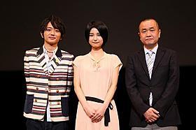初々しい舞台挨拶を披露した三根梓(中央)と 「AAA」の西島隆弘、谷口正晃監督「シグナル 月曜日のルカ」