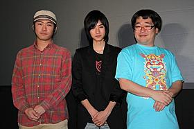 (左から)草野翔吾監督、清水尚弥、平愛梨風のポーズをとる向清太朗「からっぽ」