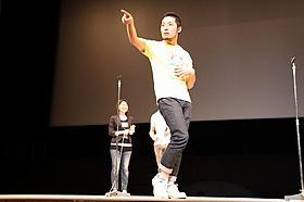英語でトークを展開したオリラジ中田