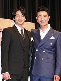 笑顔を見せる吉沢悠とペ・スビン「道 白磁の人」