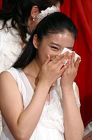 涙を流して喜ぶ武井咲「Wの悲劇」