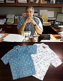 アロハブームを再熱させた劇中のクルーニー(上)と 展示されるアロハシャツ(下)「ファミリー・ツリー」