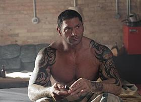 タトゥを刻んだ強じんな肉体で挑んだバティスタ「ライジング・サン 裏切りの代償」