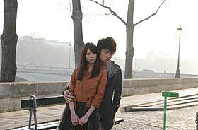 遠距離恋愛中のカップルを演じる桐谷美玲と綾野剛「新しい靴を買わなくちゃ」