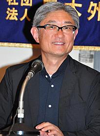日本外国特派員協会で会見を開いた堤監督「MY HOUSE」