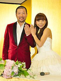 結婚を発表した木村祐一と西方凌「ニセ札」
