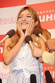 有田との熱愛報道を否定したローラ