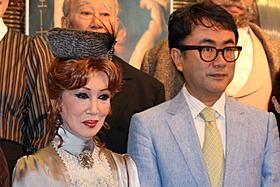 公開舞台稽古に登場した浅丘ルリ子と三谷幸喜