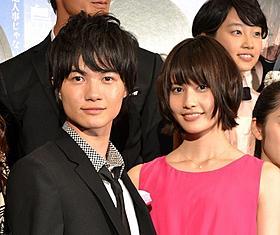 舞台挨拶に登壇した神木隆之介と橋本愛「桐島、部活やめるってよ」