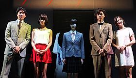 貞子と記念撮影を行った「アナザー」キャスト陣「Another アナザー」