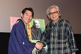 山田洋次監督(右)と柳家花緑