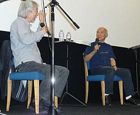トークイベントを行った谷川俊太郎(右)と小室等「オロ」