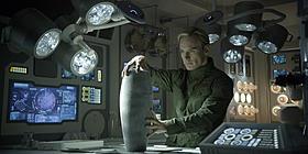 マイケル・ファスベンダー扮するアンドロイドが、 物語の重要なカギを握る!?「プロメテウス」