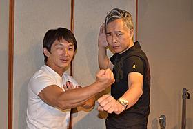 (左より)気合十分に収録に臨んだ谷垣健治と大槻ケンヂ「捜査官X」