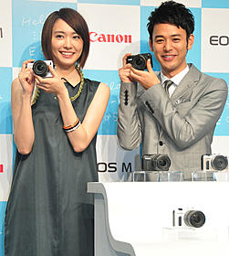 カメラへのこだわりを明かした妻夫木聡と新垣結衣