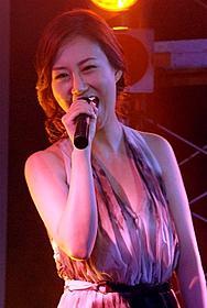日本デビュー曲を熱唱したチャン・ユンジョン