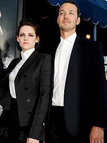 「スノーホワイト」LA上映イベントでのスチュワートと監督「スノーホワイト」