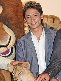 生後3カ月のライオンと対面した玉木宏「マダガスカル3」