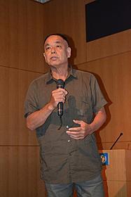 アフリカの実情を交えながら作品 について熱弁をふるった大津司郎氏「マシンガン・プリーチャー」