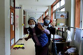 8月18日に公開される「石巻市立湊小学校避難所」「石巻市立湊小学校避難所」