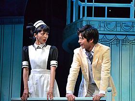舞台「鎌塚氏、すくい上げる」の一場面