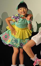 初日挨拶でダンスを披露した芦田愛菜ちゃん「映画ジュエルペット スウィーツダンスプリンセス」