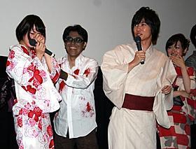 ゾンビの登場に驚く神木隆之介と橋本愛「桐島、部活やめるってよ」