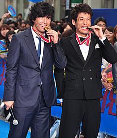 金メダルにご機嫌の伊藤英明と佐藤隆太「海猿」