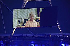 開会式にはエリザベス女王が007にカメオ出演
