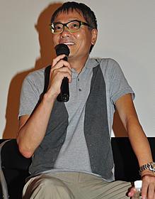 トークショーに出席したいとうせいこう「ニッポンの嘘 報道写真家 福島菊次郎90歳」