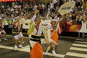 徳島名物阿波踊りに参加した中尾ミエ「人生、いろどり」