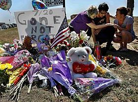 コロラド州で行われた追悼式典「ダークナイト ライジング」