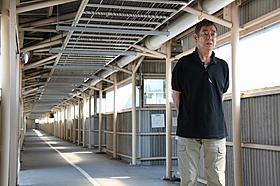 撮影でも使った富山刑務所の 長い通路にたたずむ高倉健「あなたへ」