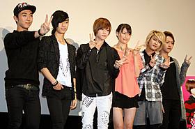 舞台挨拶に立った(左から)ヒョンミン、 ジェイ、カラム、大野いと、インジュン、ミカ「愛を歌うより俺に溺れろ!」