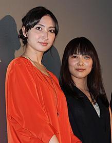 舞台挨拶に立った谷村美月(右)と 応援に駆けつけた香椎由宇「トリハダ 劇場版」
