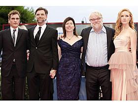 ベネチア映画祭に登場したホアキン・フェニックス、 ポール・トーマス・アンダーソン監督、ジョアン・セラー、 フィリップ・シーモア・ホフマン、マディセン・ビーティ「ツリー・オブ・ライフ」