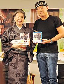 「わが母の記」DVDをPRする樹木希林と山本太郎「わが母の記」