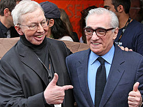 ロジャー・エバート氏(左)とスコセッシ監督「ドラゴン・タトゥーの女」