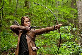 弓矢の見事な腕前は五輪選手の指導のたまもの「ハンガー・ゲーム」