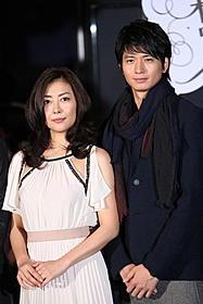 パリで恋に落ちるカップルを演じる中山美穂と向井理「新しい靴を買わなくちゃ」
